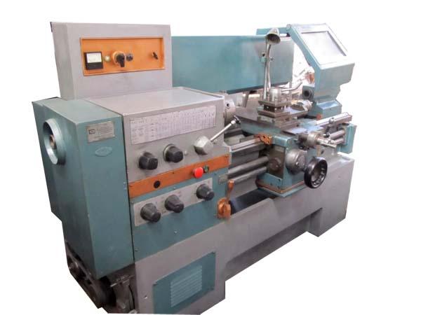 16Е16КП универсальный токарно-винторезный станок. Фотография станка
