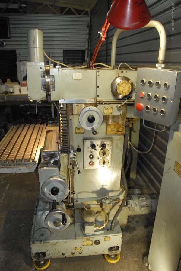 Общий вид широкоуниверсального фрезерного станка 6720В