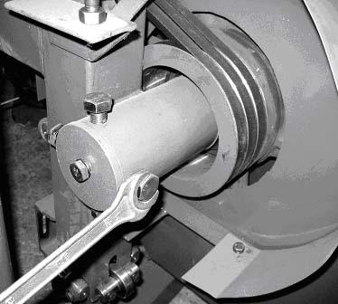 Регулировка положения ленты на шкиве ленточнопильного станка Алтай-700