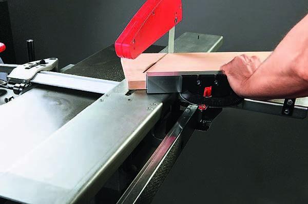 PKM-300 распиловка под углом поперек волокон с помощью подвижной каретки. Общий вид комбинированного станка PKM-300